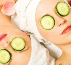 benefits of putting cucumbers on eyes